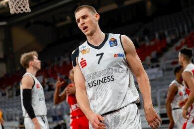Ganz stark gespielt, aber völlig platt: Niners-Spieler Jonas Richter nach der 86:93-Niederlage in Bamberg.