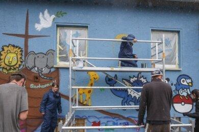 Zeitweise waren die jungen Leute nur schwer von der Wand wegzubekommen, berichtete der Leiter des Workshops.
