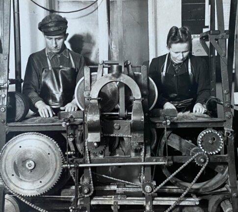 Die Anfangszeiten der Firma: Die Aufnahme stammt von 1951. Zu sehen sind Erich und Hanni Bretschneider (nicht miteinander verwandt).