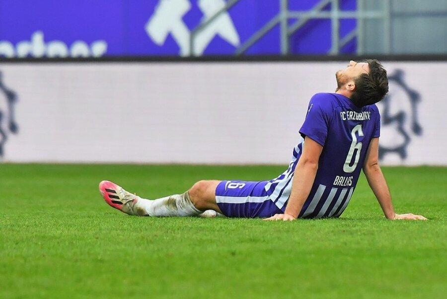 Enttäuschung bei FCE-Verteidiger Florian Ballas nach dem Schlusspfiff.