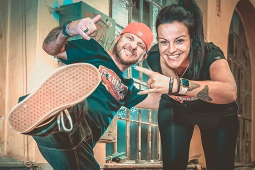 Candy und Lisa Back aus Thum designen T-Shirts und mehr für Skater und Rallye-Fans und jeden, dem es gefällt.