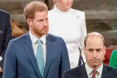 Ein tiefer Riss geht durch das Verhältnis der Brüderprinzen Harry (links) und William. Schafft die Trauerfeier eine Annäherung?