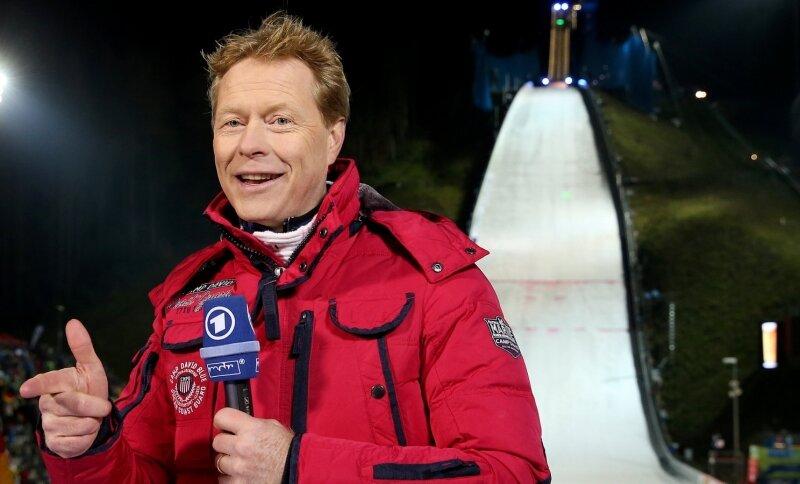 Ex-Skispringer Dieter Thoma in der Klingenthaler Vogtland-Arena, wo er als ARD-Experte arbeitete und viele Autogramme schrieb.