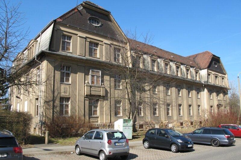 """<p class=""""artikelinhalt"""">Das denkmalgeschützte frühere Verwaltungsgebäude der ehemaligen Kaserne an der Geibelstraße 214, 216 und 218 wurde im Mai versteigert. 2012/13 sollen darin 20 Eigentumswohnungen eingerichtet werden.</p>"""