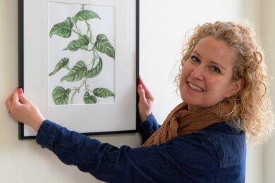 Zu den Motiven der gelernten Floristin Karen Schaarschmidt gehören naturalistisch dargestellte Blattpflanzen wie diese Efeutute.