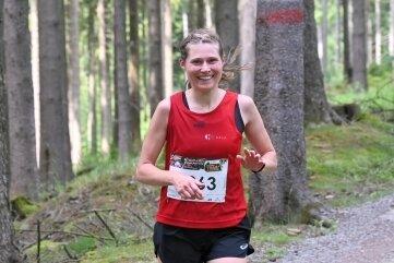 Carolin Schmidt vom SV Grünbach gewann bei den Frauen über 20 km.