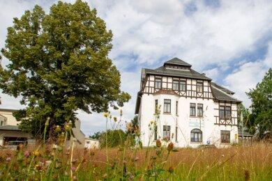 Mehr Idylle geht nicht: Die Gemeinde Pöhl wird vom Gemeindeamt im beschaulichen Jocketa aus regiert. Doch die Bürgermeister dort haben meist einen schweren Stand. Daniela Hommel-Kreißl (FDP) wollte zunächst für eine zweite Amtszeit kandidieren, hat aber inzwischen hingeworfen.