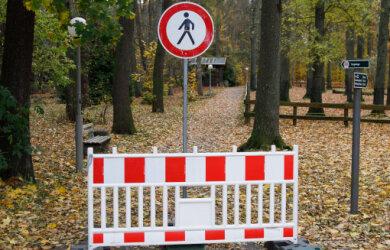 Das Annaberg-Buchholzer Tiergehege darf nicht betreten werden. Damit ist auch der Spielplatz im Gelände vorerst nicht nutzbar.