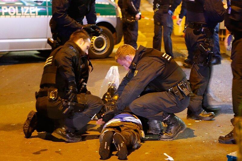 Die Polizei stellte die Beteiligten des Streits. Die Männer wurden medizinisch versorgt.