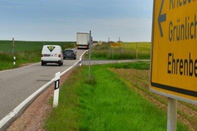 Der schmale Abschnitt der S 32 zwischen Rossau und Ehrenberg soll mit dem Ausbau breiter werden. Doch die bisherige Planung sieht hier keinen Radweg vor.