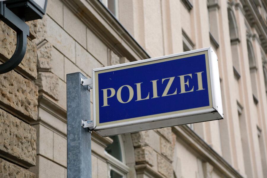 Falscher Rentenvertreter betrügt 98-Jährige aus Hohenstein-Ernstthal