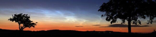 Leuchtende Nachtwolke über Venusberg.