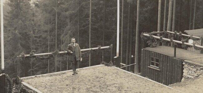 Vereinsgründer Max Liesche im November 1924, einen Tag nach der Weihe der nach ihm benannten Schanze.