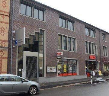 Die einstigen Reno-Räume befinden sich über NKD zwischen Schul- und Auerbacher Straße.