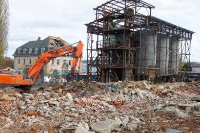 Ein ungewohnter Anblick: In Oberlosa werden zurzeit verfallene Gutshof-Gebäude abgerissen. Das Herrenhaus hingegen soll erhalten und saniert werden. Investoren planen dort neue Eigenheime.