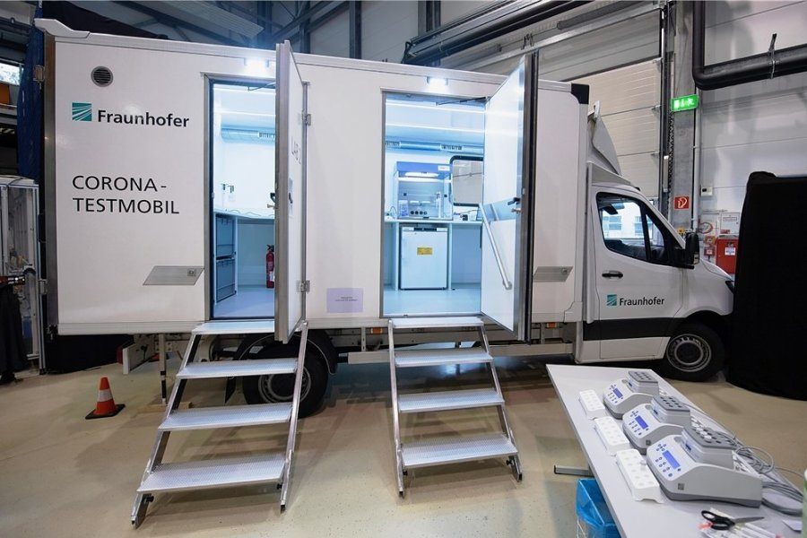Labor auf Rädern: In Dresden haben Forscher des Fraunhofer-Instituts den Prototypen des Corona-Testmobils vorgestellt.