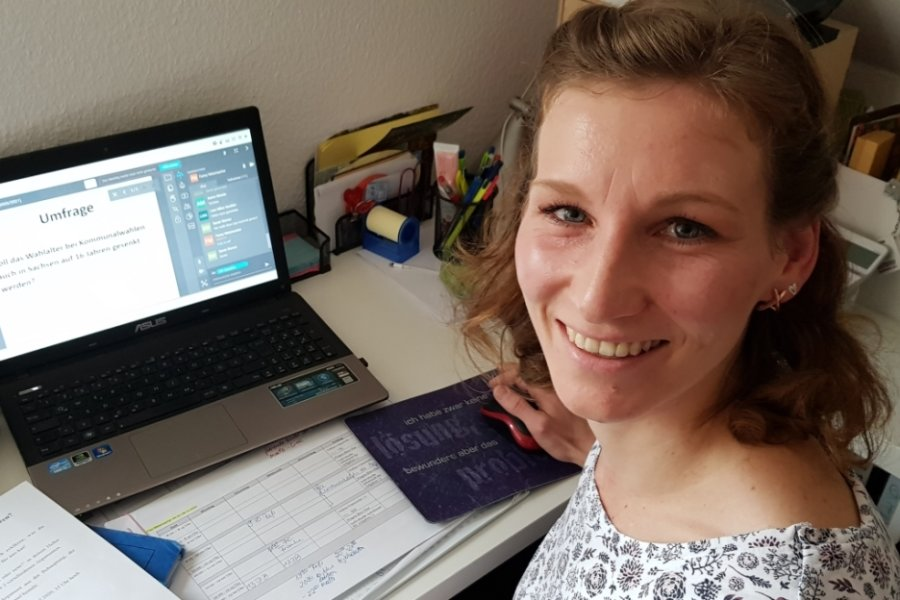 Lehrerin Fanny Metzmacher hat gut lachen: Ihre Gemeinschaftkunde-Unterrichtsstunde zum Thema Kommunalwahl lief am Donnerstag nahezu störungsfrei.