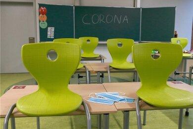 Mittelsachsens Schulen dürfen die Stühle wieder auf den Boden stellen, Schüler dürfen wieder in die Klassenräume.