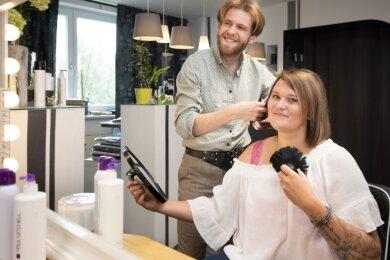 Carolin Langer und Moritz Gebhart haben vor Kurzem ihre Ausbildung zum Friseur sehr erfolgreich abgeschlossen. Ab September drücken sie erneut die Schulbank der Meisterschule.