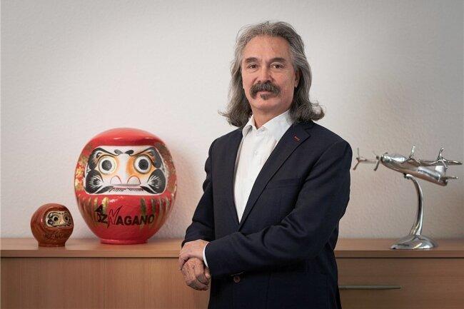 Wolfgang Dürfeld, Geschäftsführer des Sensor-Herstellers ADZ-Nagano, in seinem Büro in Ottendorf-Okrilla.