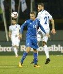 Atdhe Nuhiu (r.) traf für Kosovo gegen die Färöer