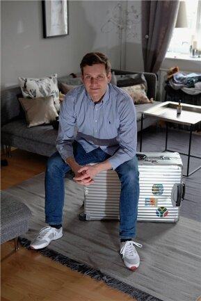 Der Koffer steht schon bereit: Robert Hutzfeldt aus Leipzig wartet sehnsüchtig darauf, als Individualtourist wieder nach Teneriffa fliegen zu können.