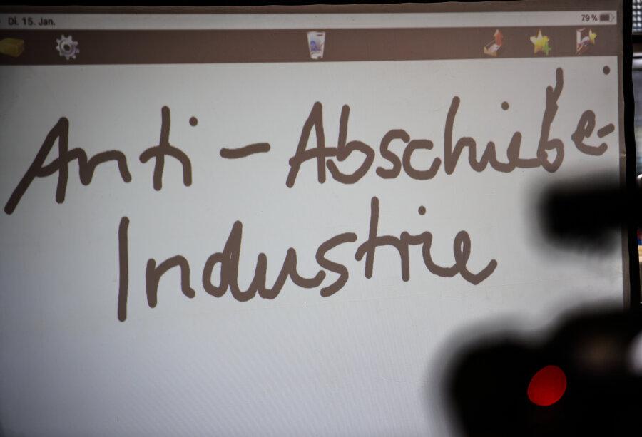 """""""Anti-Abschiebe-Industrie"""" ist """"Unwort des Jahres"""""""