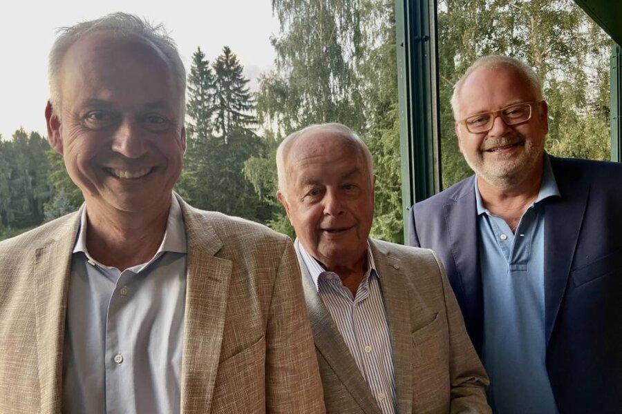 Stefan, Bernd und Andreas Wöllenstein (von links) leiten die Unternehmensgruppe und haben nach Karlsbad eingeladen.
