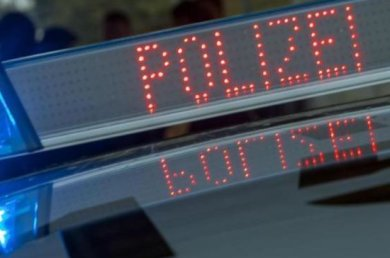 Die Polizei warnt vor einem falschen Polizisten, der in Hohenstein-Ernstthal unterwegs gewesen ist.