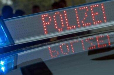 Bei einem Verkehrsunfall auf der S 235 in Gornau sind am Freitagabend drei Personen verletzt worden, zwei davon schwer.