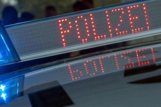 Zwönitz/Niederdorf: Polizei wegen rechter Parolen und Lieder im Einsatz
