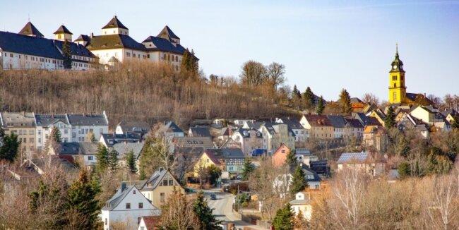 In Augustusburg (Ortsansicht von Osten) sollen Mitte März Gaststätten und Museen öffnen.