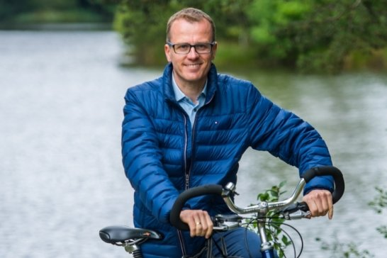 Abschalten und vom Politikbetrieb entspannen kann der CDU-Bundestagsabgeordnete Alexander Krauß gut in der Natur, so beim Radfahren rund um den Ziegelteich bei Schneeberg.
