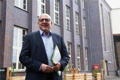 Sven Schulze (SPD) will Oberbürgermeister von Chemnitz werden. Jetzt bekommt er überraschend Unterstützung von den Chemnitzer Liberalen.