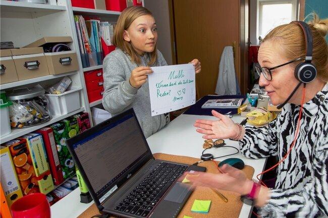 Der elfjährige Vogtländer Lennard (hier zu Hause mit seiner Mutter Katharina Kath) war seit Weihnachten fünf Tage in der Schule gewesen.