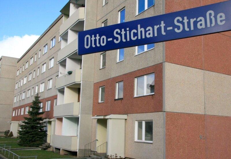 """<p class=""""artikelinhalt"""">Der Wohnblock Otto-Stichart-Straße 17 bis 23 in der Werdauer Sorge wird Ende kommenden Jahres abgerissen. Die Mieter erhielten die Nachricht zum Weihnachtsfest. </p>"""