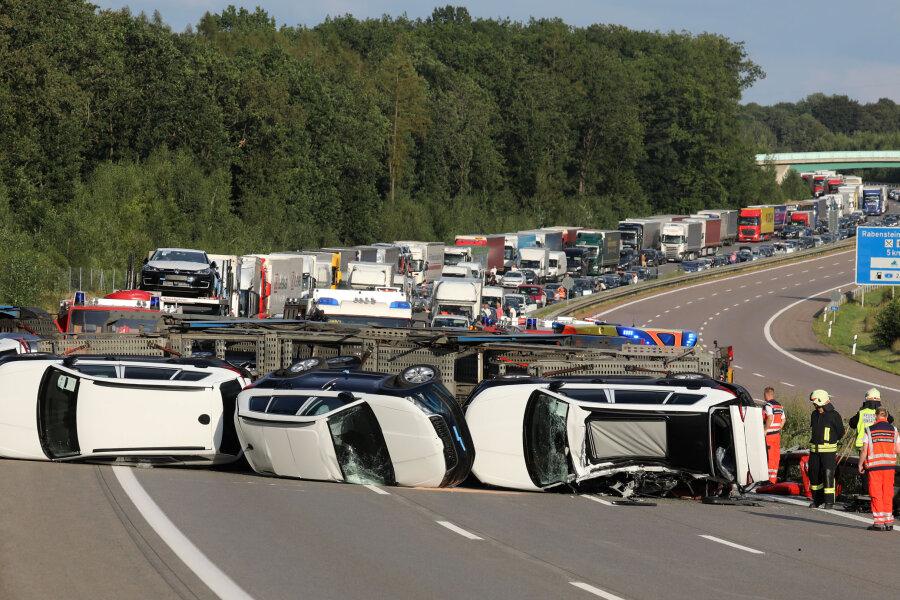 Autotransporter umgekippt - A 4 bei Wüstenbrand stundenlang gesperrt