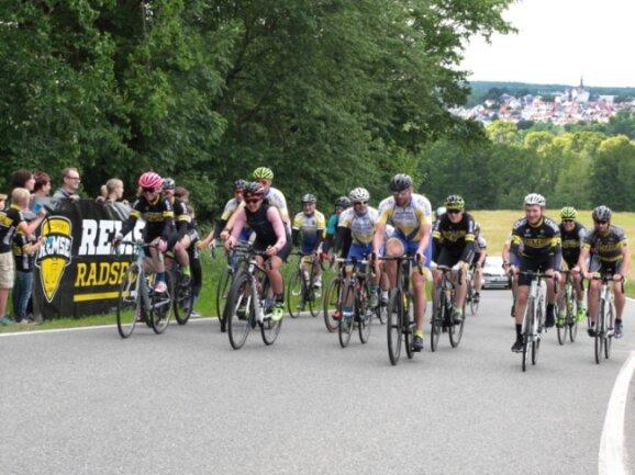 Die Radsportler des SV Remse haben am Sonntag ihr 25-jähriges Bestehen mit einer besonderen Tort(o)ur gefeiert.