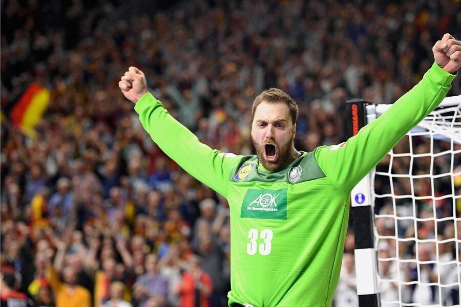 Andreas Wolff bejubelt den Halbfinaleinzug nur eine kurze Autofahrt von seiner Heimatstadt entfernt.