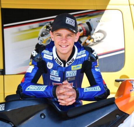 Freut sich auf den baldigen Saisonstart: Nachwuchsrennpilot Freddie Heinrich startet auf einer KTM RC4R im Northern-Talent-Cup.