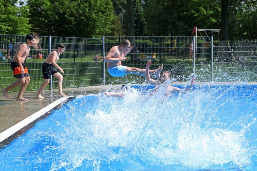Badespaß bei 25 Grad - Gersdorfer müssen sich aber noch gedulden