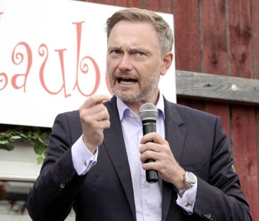 Christian Lindner, auf einer Wahlkampfveranstaltung in Chemnitz am Uferstrand