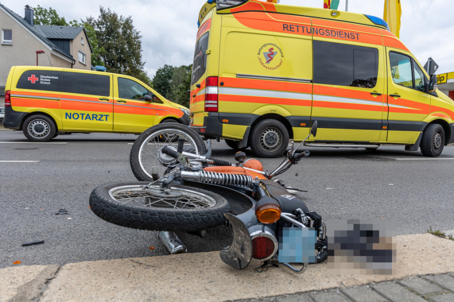 Auerbach/V.: Junger Simsonfahrer bei Unfall schwer verletzt