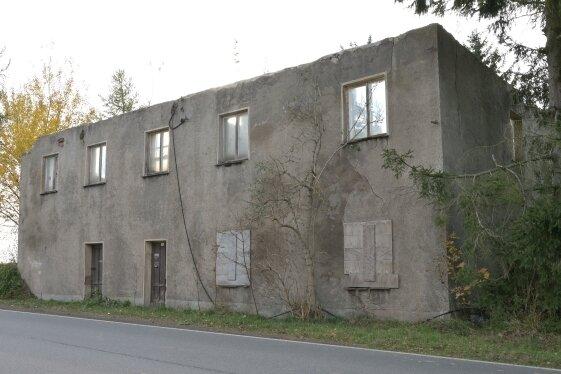 Nach dem Abriss des charakteristischen Daches 2018 aus Sicherheitsgründen ist das alte Zollhaus kaum wiederzuerkennen. Dass das denkmalgeschützte Gebäude wieder aufgebaut wird, ist unwahrscheinlich.