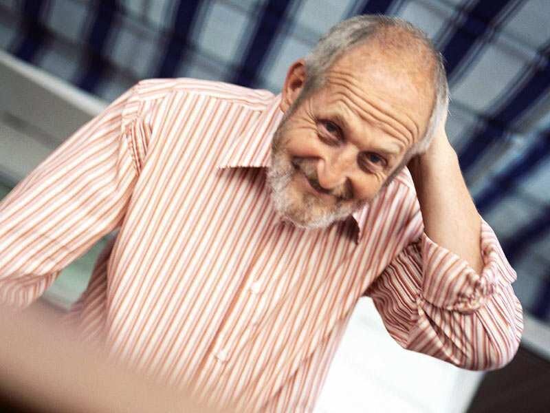 Wer jenseits der 65 arbeiten möchte oder muss, kann entweder den Renteneintritt aufschieben oder aber neben der Rente jobben