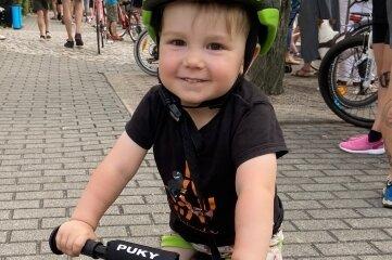 Noch zu klein für den Wettbewerb aber schon zünftig auf dem (Lauf-) Rad dabei: der zweijährige Eddie.