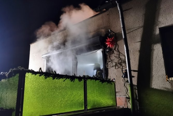 Der Brand entstand im Wohnzimmer der Doppelhaushälfte.
