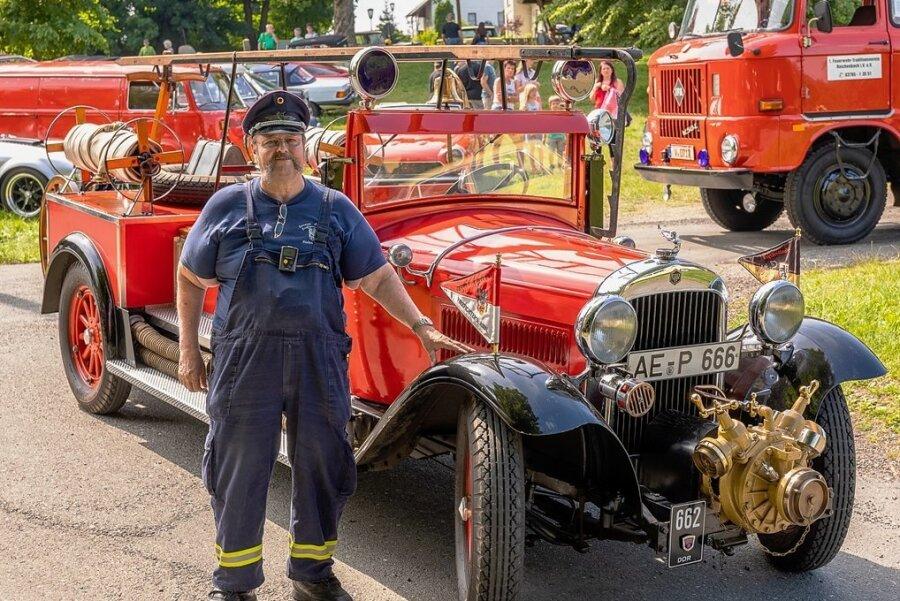 Frank Plobner präsentierte beim Treffen sein Feuerwehrauto. Es basiert auf einer in der Autostadt Detroit hergestellten Limousine Essex Super Six Baujahr von 1930. Zur Feuerwehr umgebaut hat er es selbst.