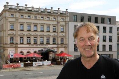 """Frank Bernd, Chef vom Hotel """"Drei Schwanen"""" in Hohenstein-Ernstthal, wartete am Dienstagnachmittag auf die ersten Gäste vom Honda-Racing-Team. Seit 20 Jahren kehren diese hier am Altmarkt ein. Doch auch andere Herbergen in der Region erwarten volle Häuser."""