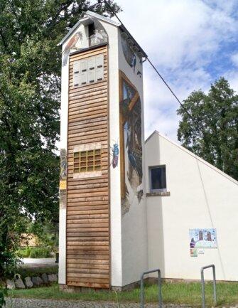 Für 20.000 Euro ist der alte Schlauchturm in Hartmannsdorf in einen Artenschutzturm umfunktioniert worden.